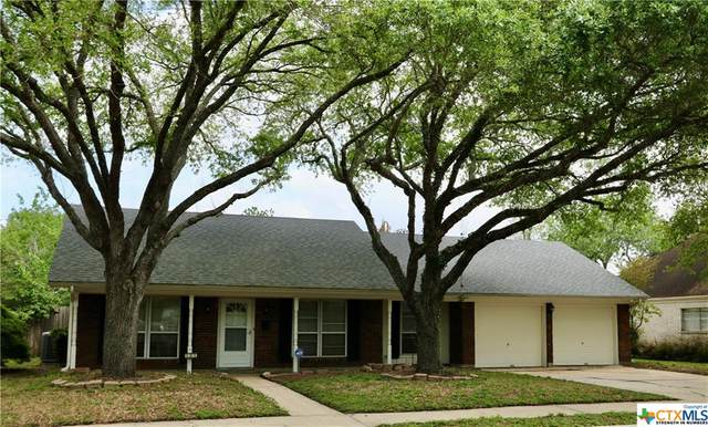 201 Yorkshire Lane, Victoria, TX 77904 (MLS #436424) :: Kopecky Group at RE/MAX Land & Homes