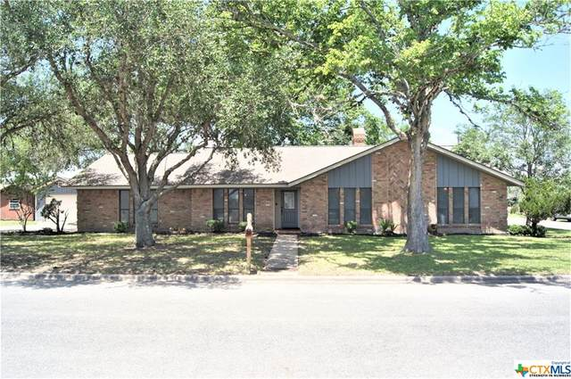 310 Luryan Street, Yoakum, TX 77995 (#438945) :: Realty Executives - Town & Country