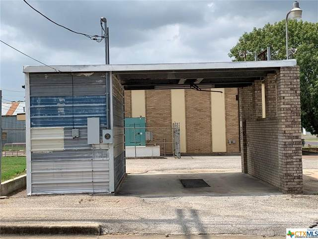520 N Avenue D Corner, Shiner, TX 77984 (MLS #420885) :: The Zaplac Group