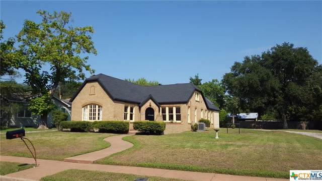815 S Walnut Avenue, Luling, TX 78648 (MLS #421428) :: Vista Real Estate