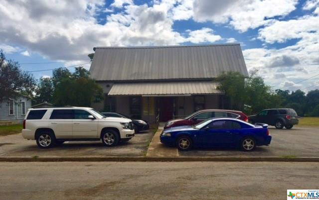 523 E Donegan, Seguin, TX 78155 (MLS #304839) :: Magnolia Realty