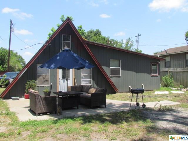 300 River Oaks, Cuero, TX 77954 (MLS #348687) :: The Suzanne Kuntz Real Estate Team
