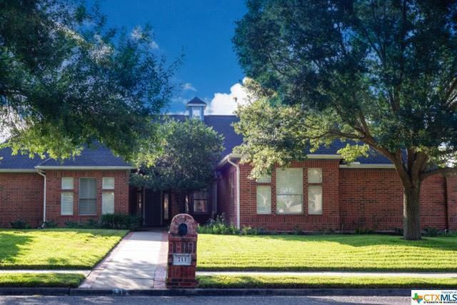 713 Champions Row, Victoria, TX 77904 (MLS #365169) :: Vista Real Estate