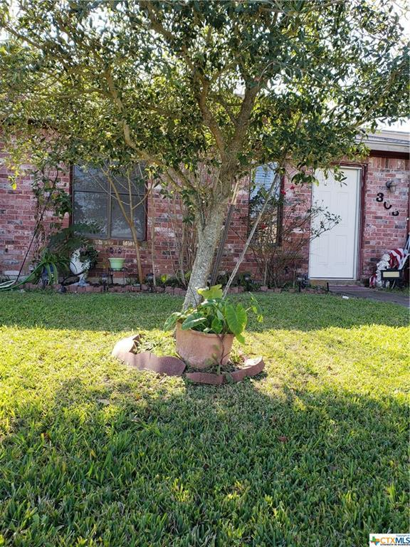 303 Versailles, Victoria, TX 77904 (MLS #370211) :: Kopecky Group at RE/MAX Land & Homes
