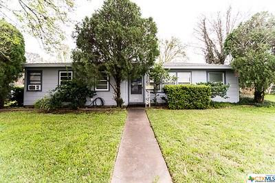 711 E Crestwood Drive, Victoria, TX 77901 (#379980) :: Realty Executives - Town & Country