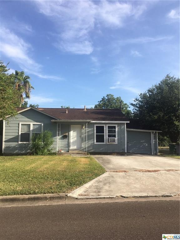 2105 E Red River Street, Victoria, TX 77901 (MLS #386268) :: Marilyn Joyce | All City Real Estate Ltd.