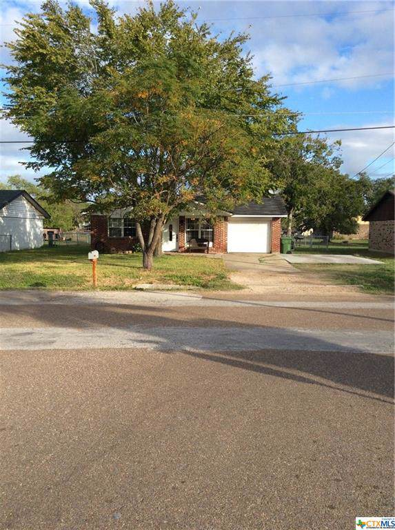 704 Evers Street, Cuero, TX 77954 (MLS #393507) :: Kopecky Group at RE/MAX Land & Homes