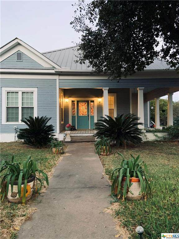 1504 N College Street, Gonzales, TX 78629 (MLS #422441) :: Brautigan Realty
