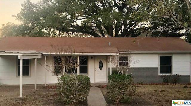 411 N San Patricio, Goliad, TX 77963 (MLS #427283) :: Kopecky Group at RE/MAX Land & Homes