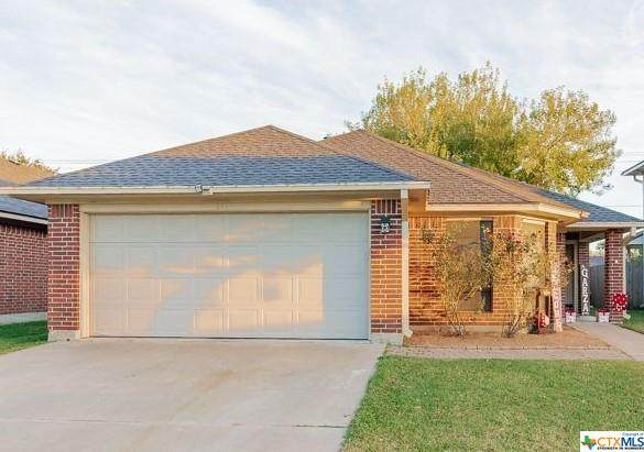 211 Belmoor Lane, Victoria, TX 77904 (MLS #428056) :: Kopecky Group at RE/MAX Land & Homes
