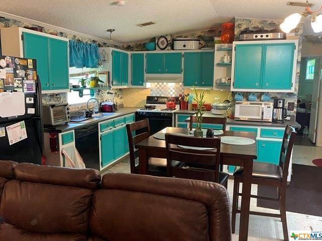 425 Oakview Road, Luling, TX 78648 (MLS #443391) :: RE/MAX Family