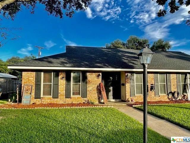 402 Salisbury Lane, Victoria, TX 77904 (MLS #449165) :: Kopecky Group at RE/MAX Land & Homes