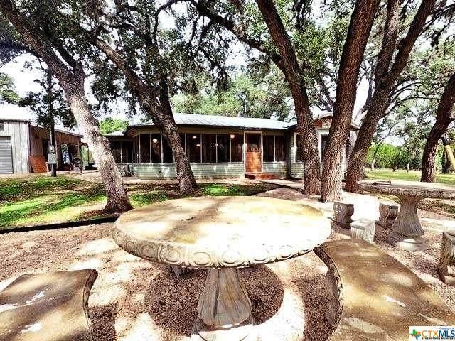 230 Howard Lane, Bandera, TX 78003 (MLS #454754) :: Texas Real Estate Advisors