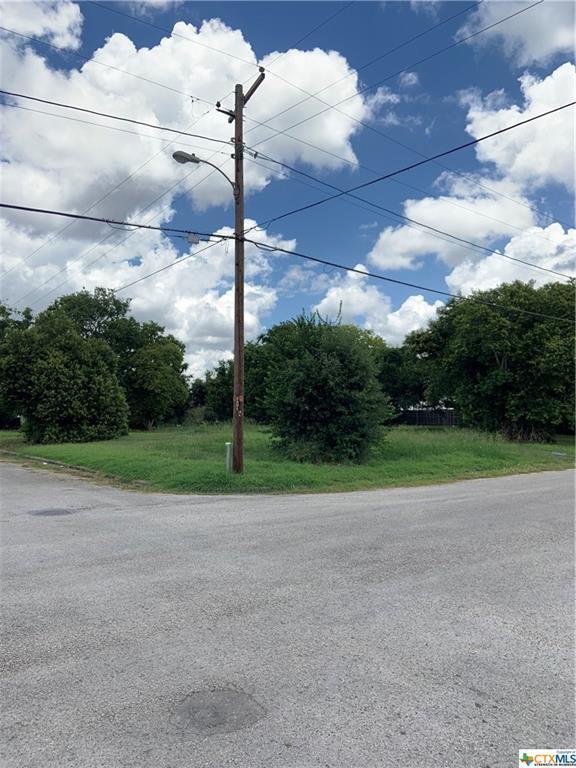 1902 Wheeler, Victoria, TX 77901 (MLS #385175) :: Brautigan Realty