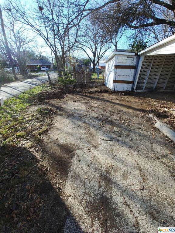 406 Michna Street, Seguin, TX 78155 (MLS #387582) :: The Zaplac Group