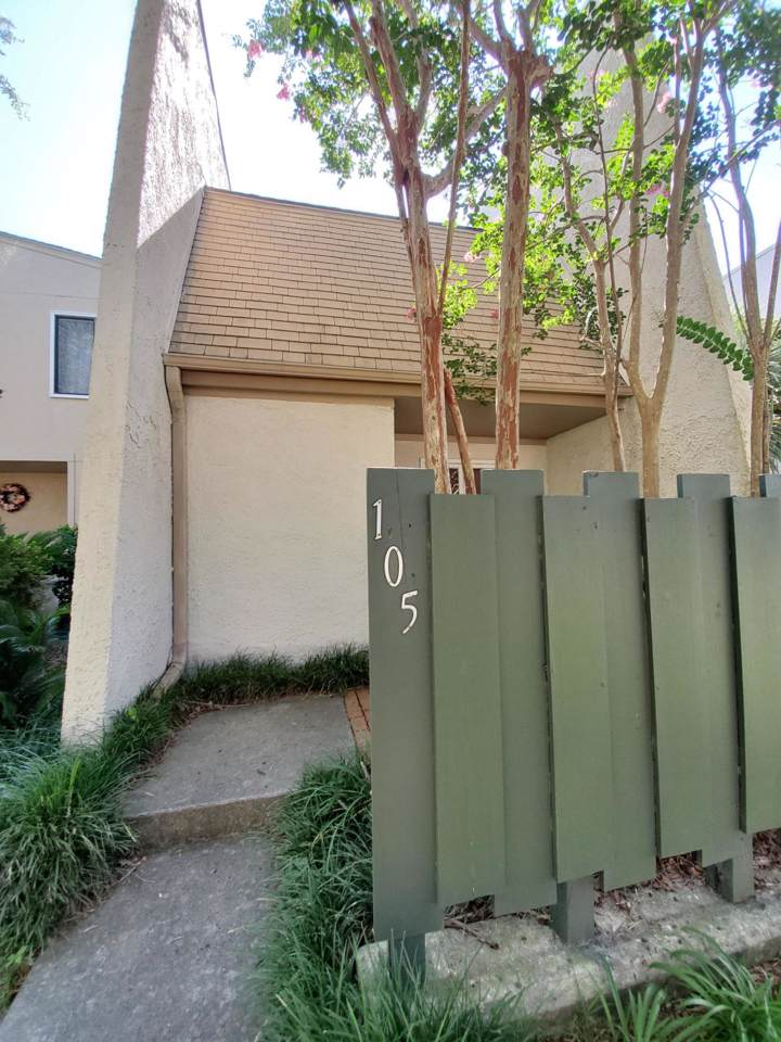 105 Ventura Place - Photo 1