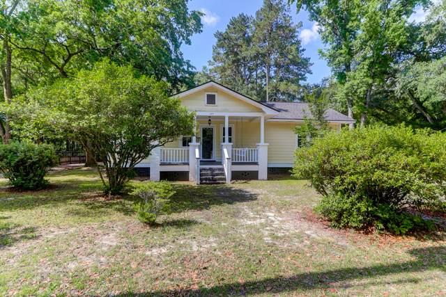 104 Pine Grove Avenue, Summerville, SC 29483 (#21016672) :: Flanagan Home Team