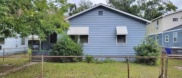 2749 E Surrey Drive, North Charleston, SC 29405 (#21026218) :: Flanagan Home Team