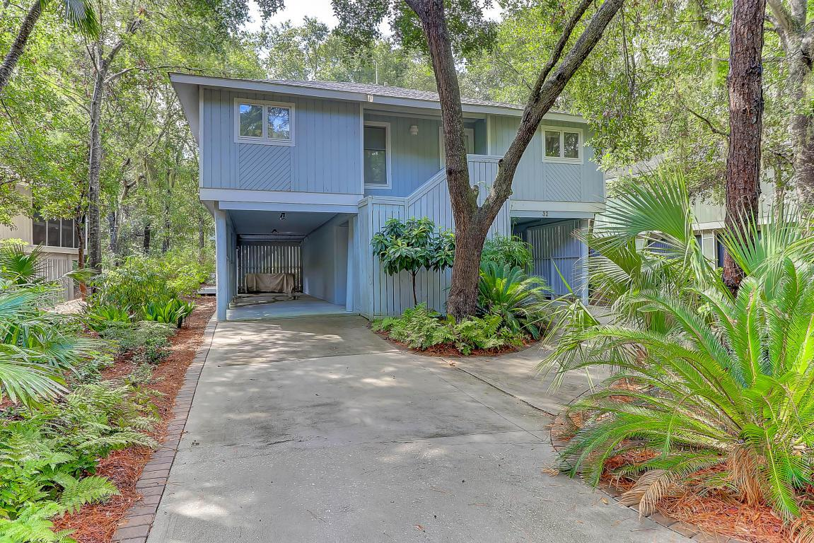 32 Twin Oaks Lane, Isle Of Palms, SC 29451 (#17022518) :: The Cassina Group