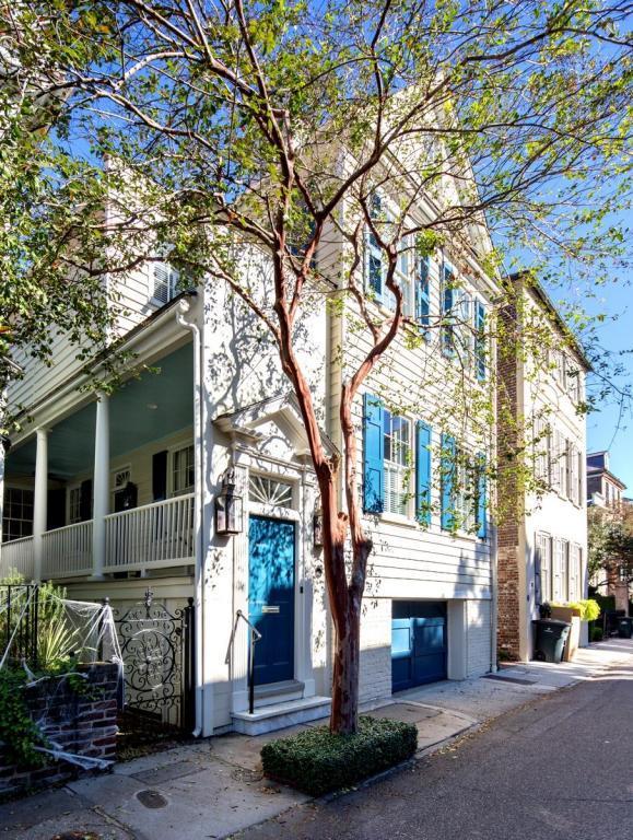 80 Tradd Street, Charleston, SC 29401 (#17029980) :: The Cassina Group