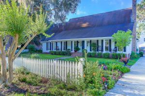 979 Harbortowne Road, Charleston, SC 29412 (#17032254) :: The Cassina Group