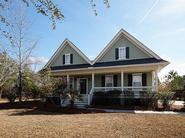335 Commonwealth Road, Mount Pleasant, SC 29466 (#18003981) :: The Cassina Group