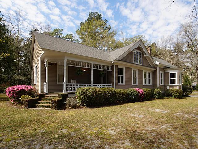 100 W Carolina Avenue, Summerville, SC 29483 (#18006486) :: The Cassina Group