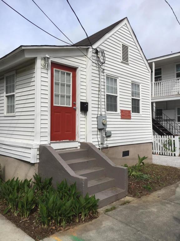 11 Larnes Street, Charleston, SC 29403 (#18010676) :: The Cassina Group