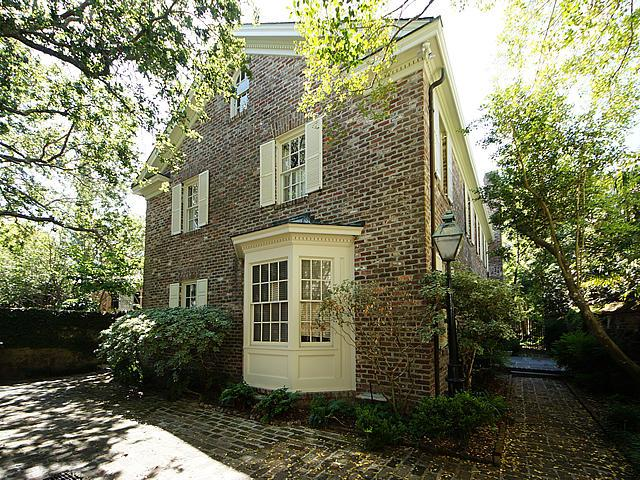 109 Tradd Street, Charleston, SC 29401 (#18013970) :: The Cassina Group
