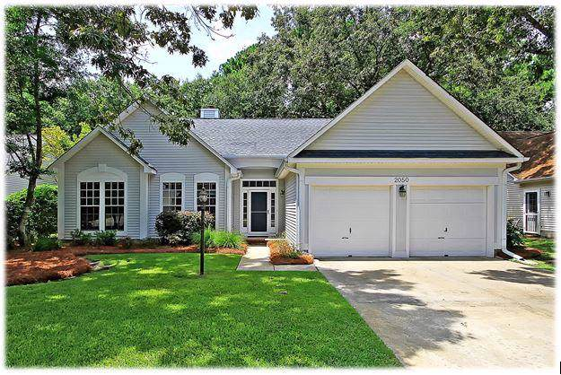 2050 Country Manor Drive, Mount Pleasant, SC 29466 (#19024002) :: The Cassina Group