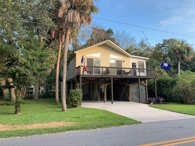 203 E Huron Avenue, Folly Beach, SC 29439 (#20017571) :: The Cassina Group