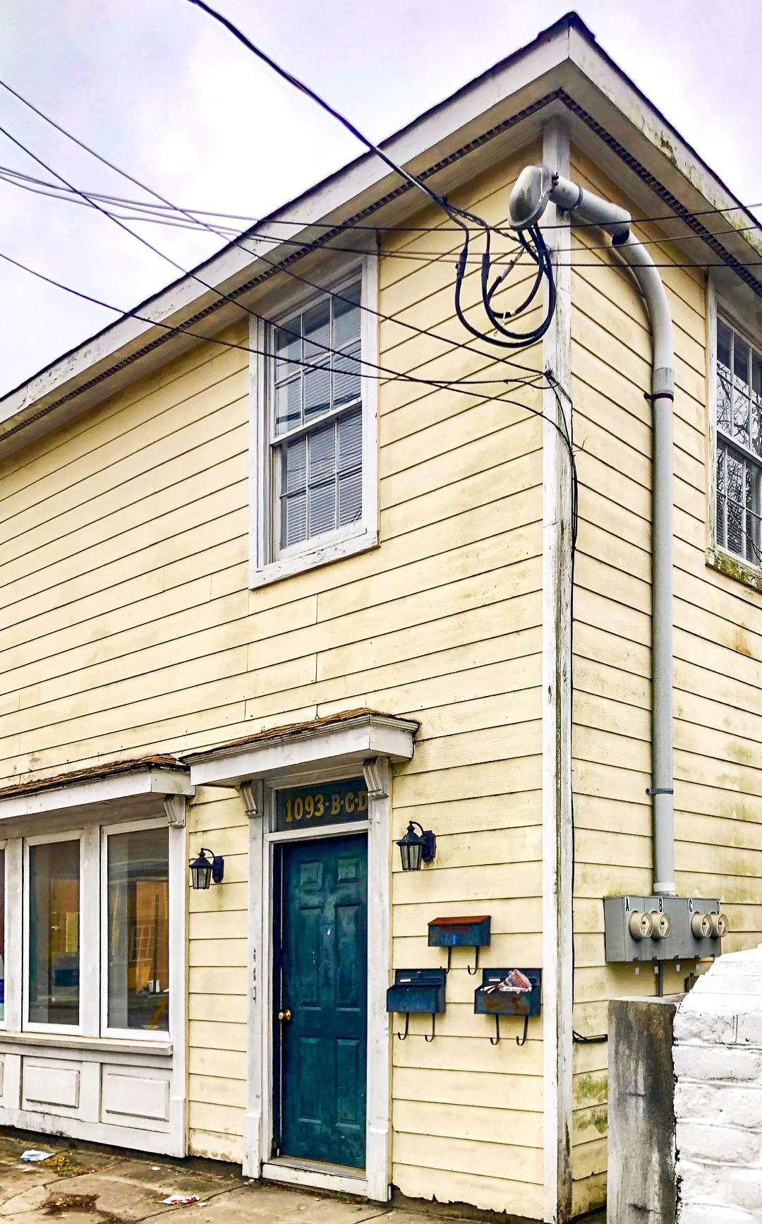 1093 King Street - Photo 1