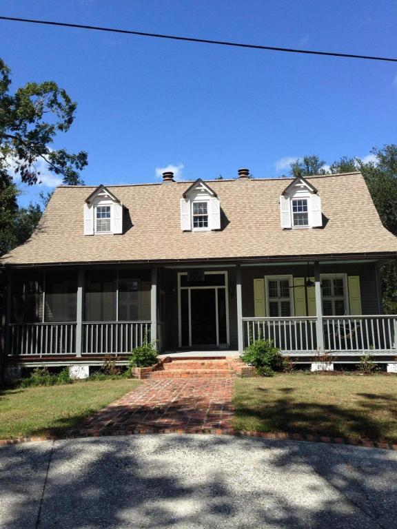 120 Mary Street, Mount Pleasant, SC 29464 (#17009062) :: The Cassina Group