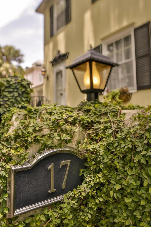 17 Rutledge Avenue, Charleston, SC 29401 (#17018894) :: The Cassina Group
