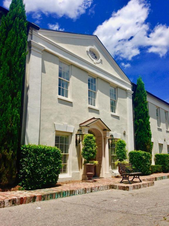 8 Prioleau Street B, Charleston, SC 29401 (#18005966) :: The Cassina Group