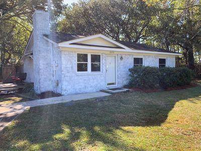 2075 S Shore Drive, Charleston, SC 29407 (#19033243) :: The Cassina Group