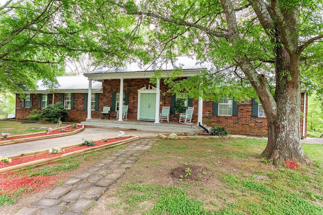 550 Oak Grove Rd - Photo 1