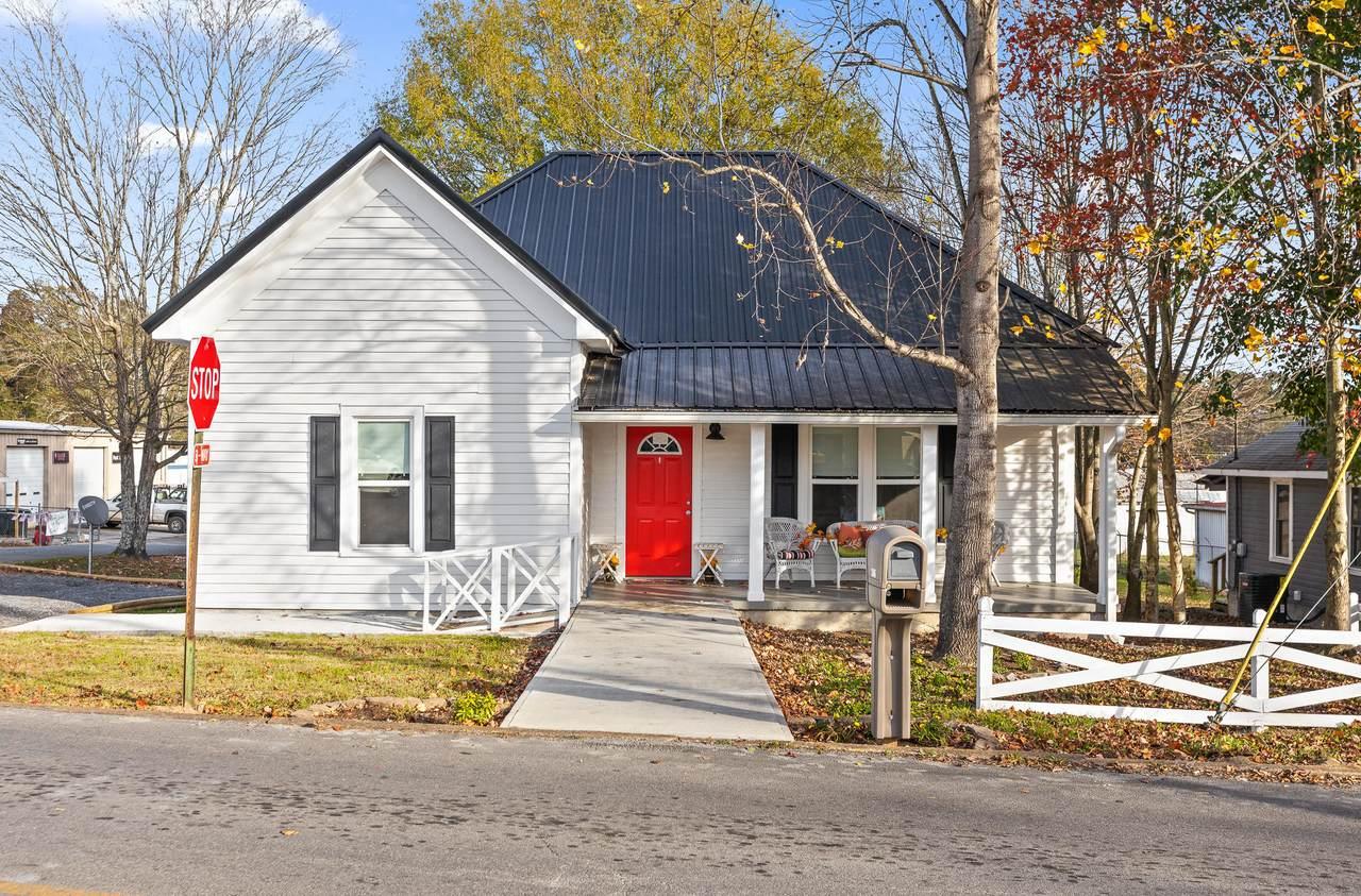 306 Cherokee St - Photo 1