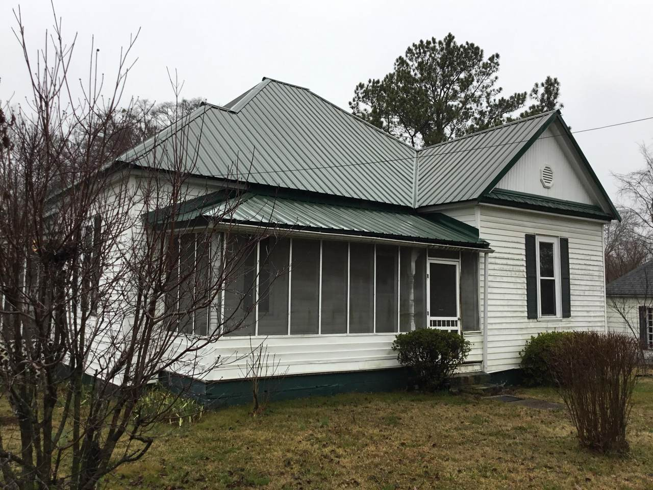 807 Crittenden Ave - Photo 1