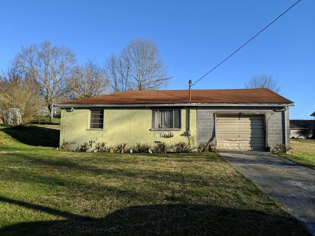 405 Longview Dr - Photo 1