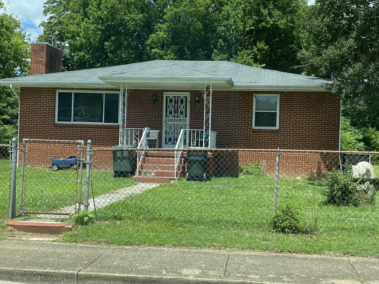 553 Arlington Ave - Photo 1