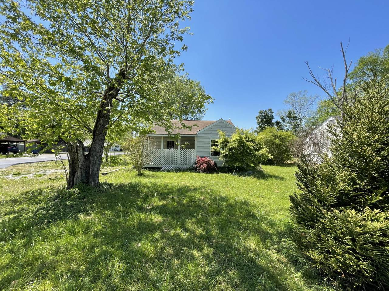 1111 Henderson Ave - Photo 1