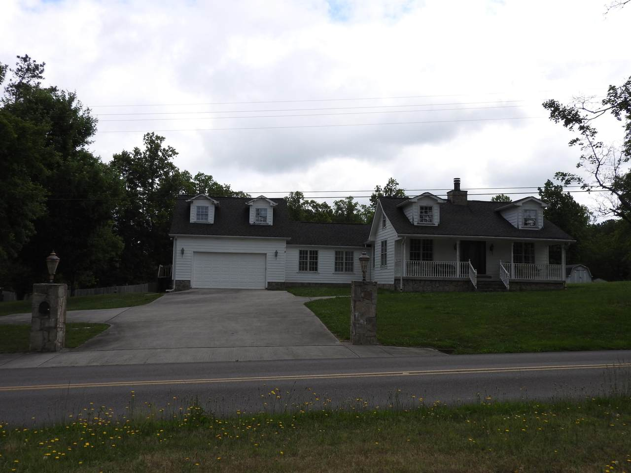 302 Pine Hill Dr - Photo 1