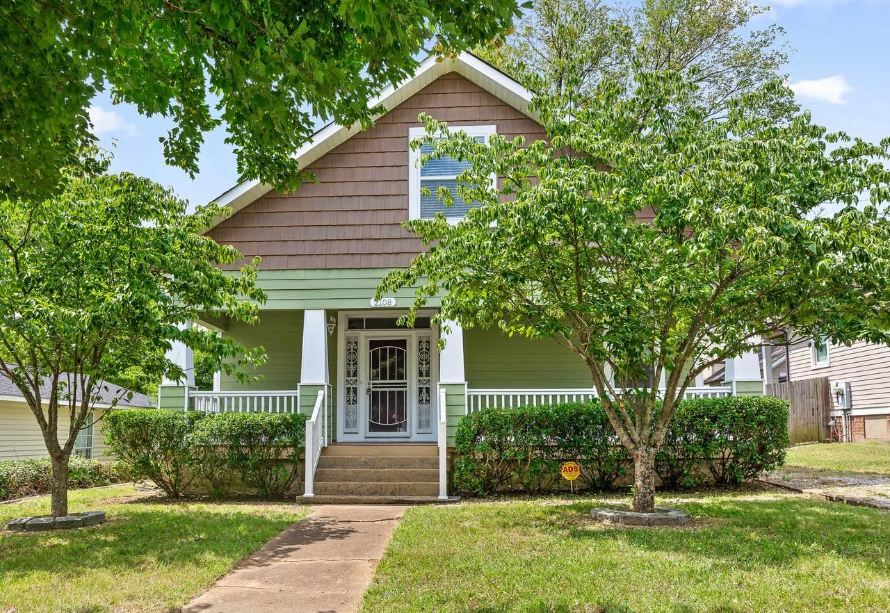 2108 Oak St - Photo 1