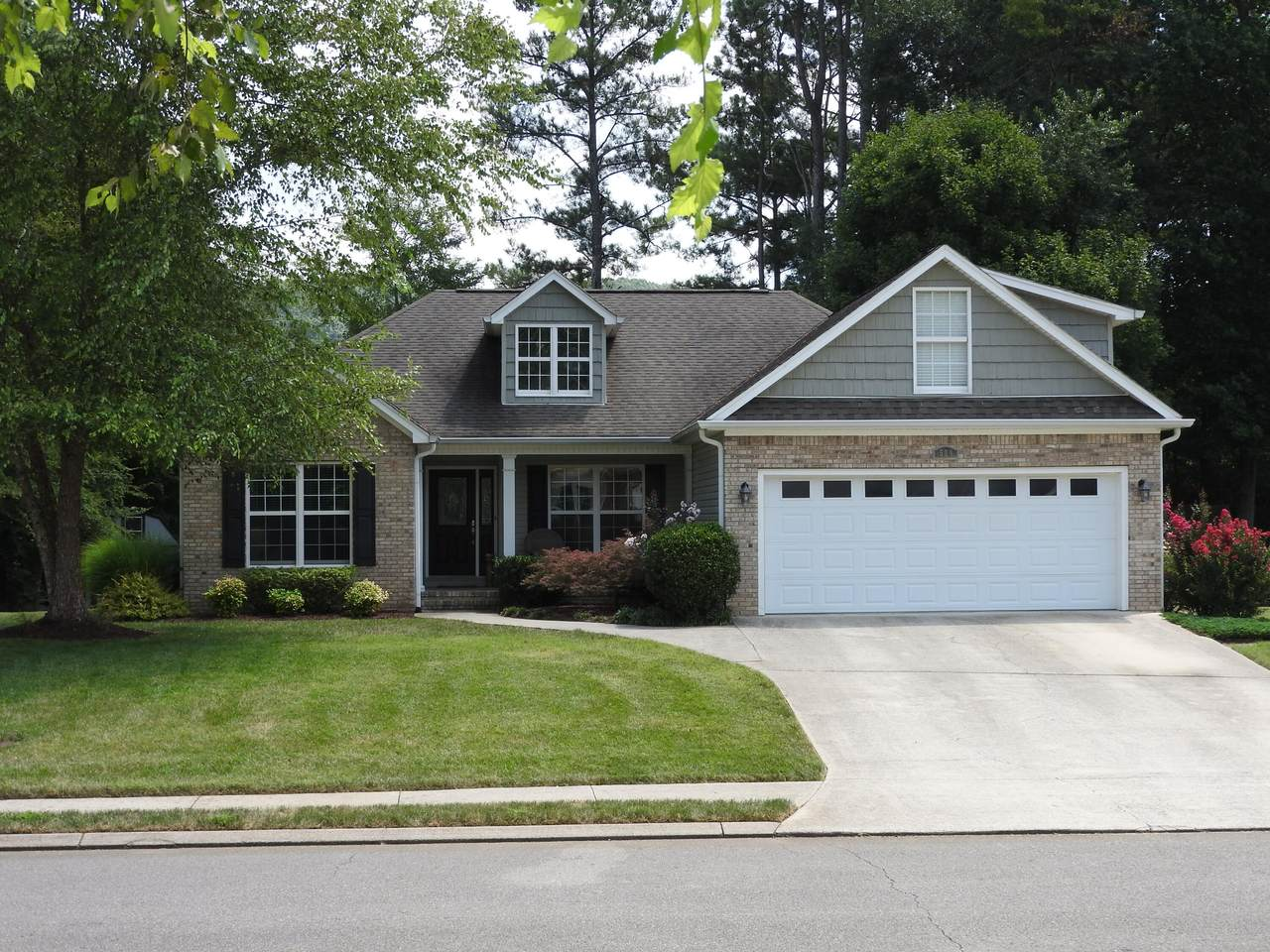 504 Thoroughbred Dr - Photo 1