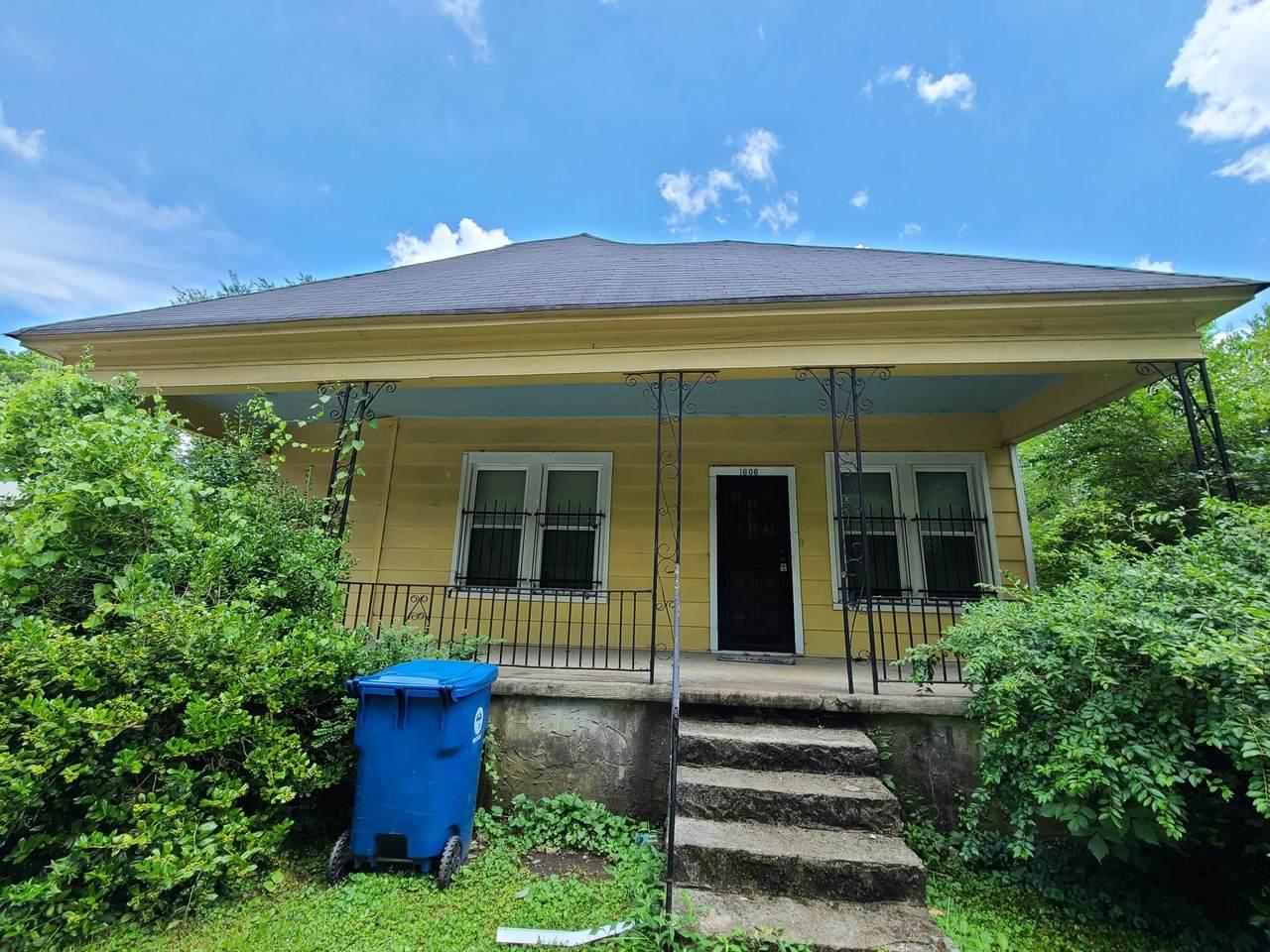 1606 Roanoke Ave - Photo 1