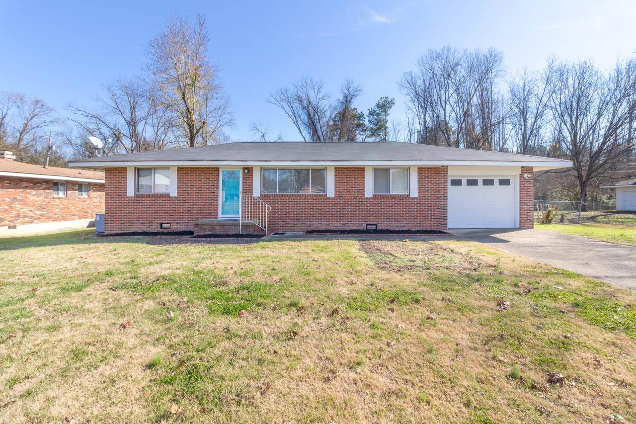 1202 Collins Cir - Photo 1