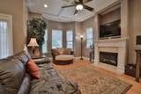 8642 Maple Valley Dr - Photo 2