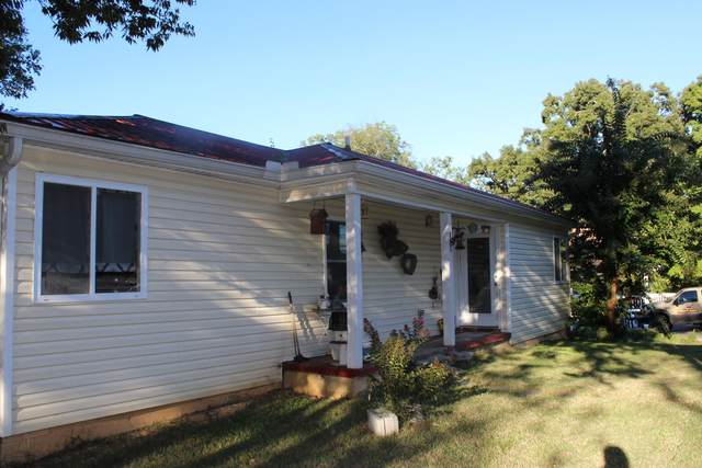 402 Lakeview Dr, Rossville, GA 30741 (MLS #1343820) :: The Robinson Team
