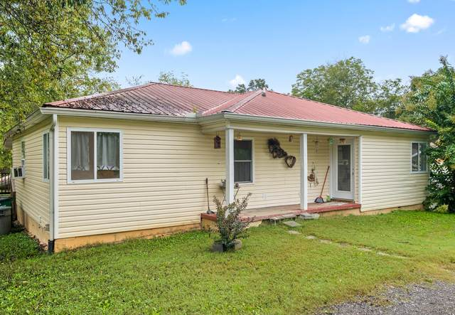 402 Lakeview Dr, Rossville, GA 30741 (MLS #1344556) :: The Hollis Group
